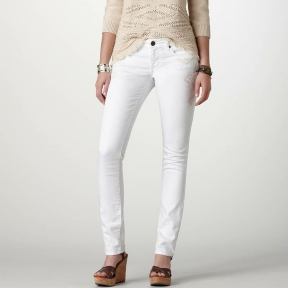 177f35f90a8418 American Eagle Outfitters Denim - American Eagle White Skinny Jean with  Embroidery